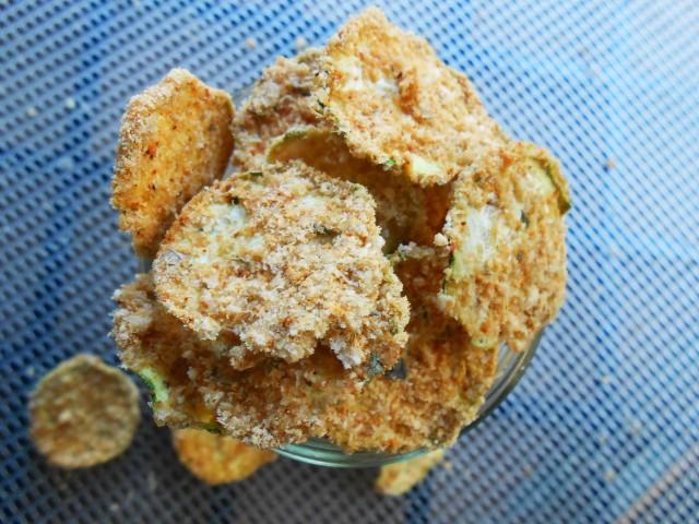 "RECIPE: Raw ""Breaded"" Italian Zucchini Chips"